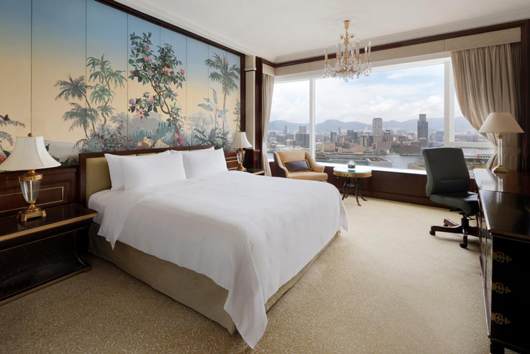 A room at the Island Shangri-La, Hong Kong