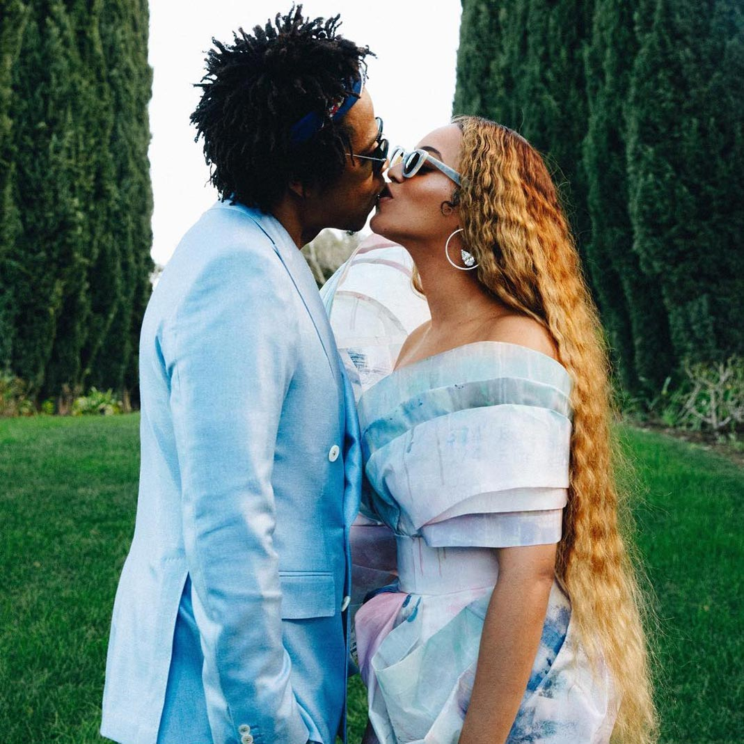 Jay-Z and Beyoncé wearing complementary outfits